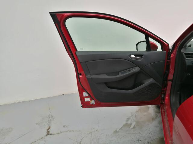 Outside Clio Gasolina/Gas  Rojo Deseo