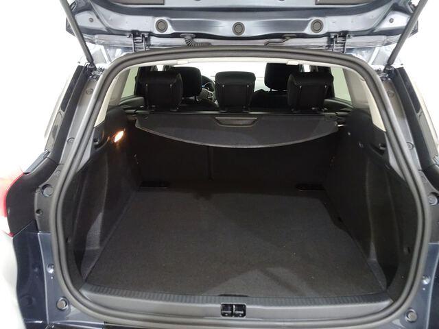 Inside Clio Sport Tourer  Gris Titanium