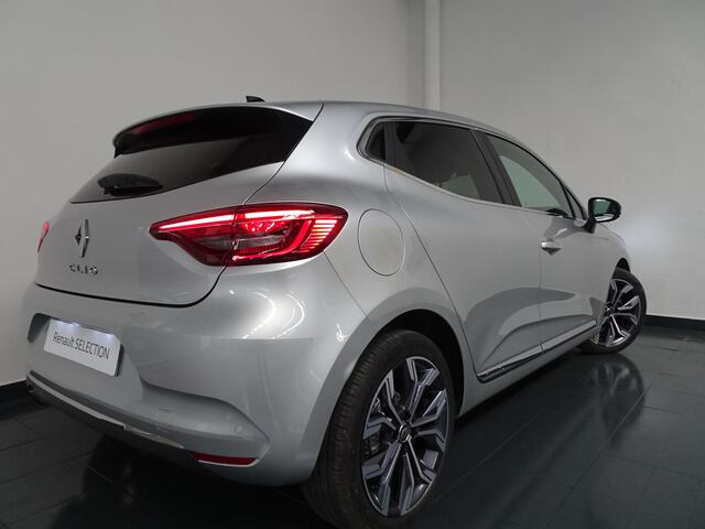 Outside Clio  Gris Platino