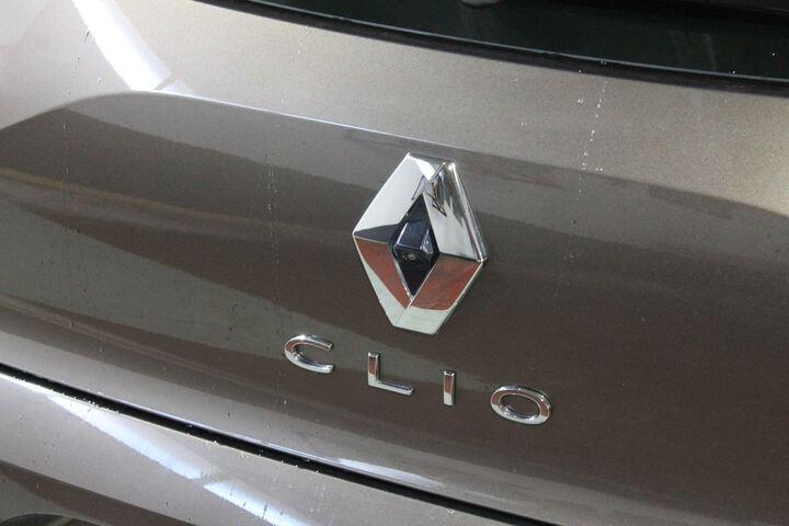 Outside Clio  MARRON