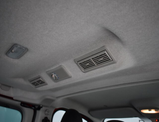 Inside Trafic Combi Diesel  ROJO