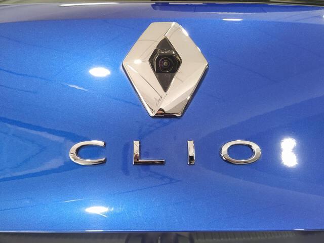 Outside Clio  Azul Rayo