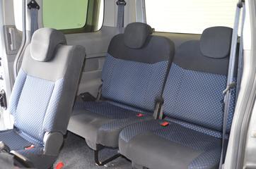 Inside NV200 Combi Diesel  Plata Lunar