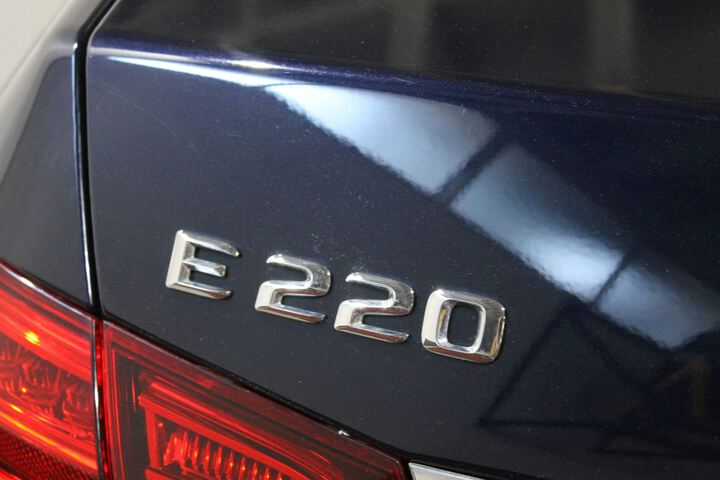 Outside Clase E W212 Diesel  Azul Cavansita