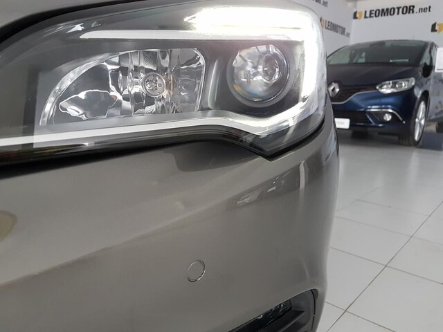 Outside Astra Diesel  Gris Granito