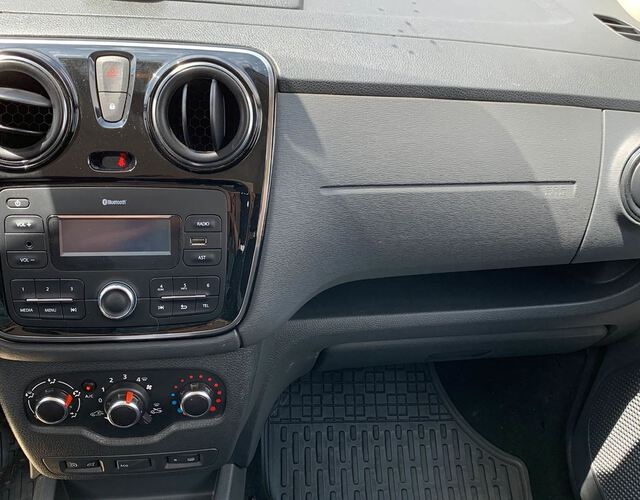 Inside Lodgy Diesel  Negro Nacarado
