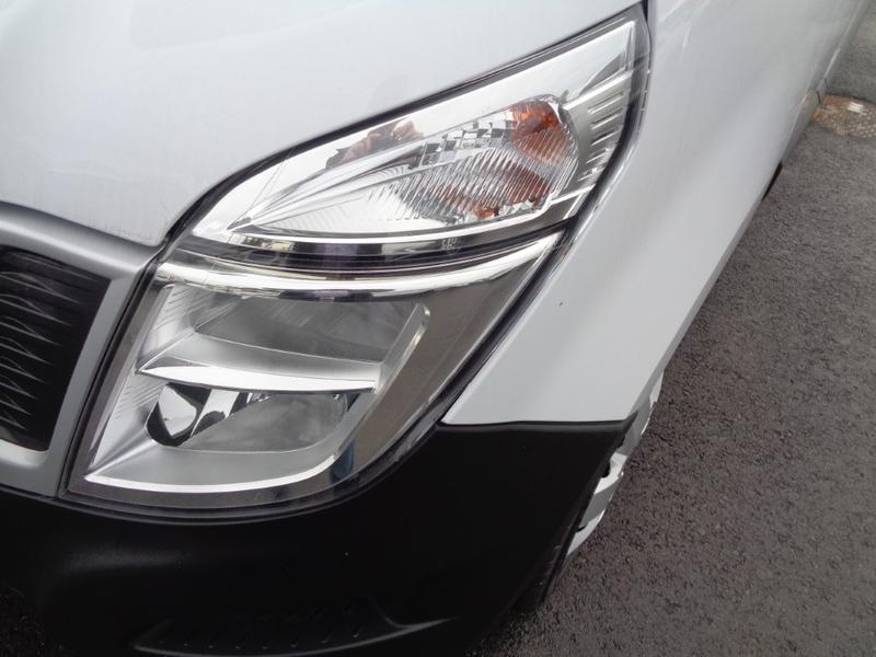 Außenausstattung Nissan mineral white        weiss