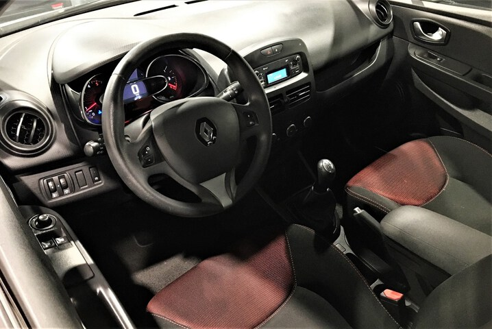 Inside Clio Sport Tourer Diesel  BEIGE