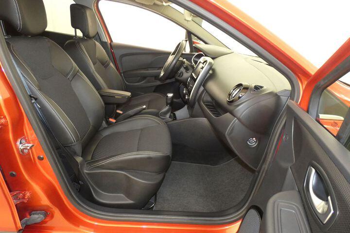 Inside Clio Sport Tourer  Rojo Deseo