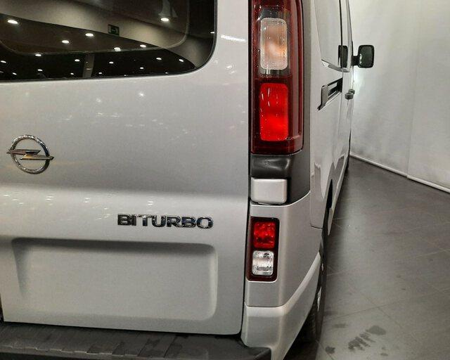 Outside Vivaro Combi Diesel  GRIS