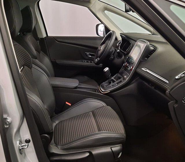 Inside Grand Scénic Diesel  GRIS