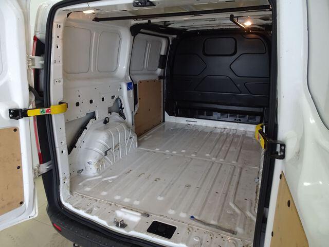 Inside Custom Van Diesel  Blanco