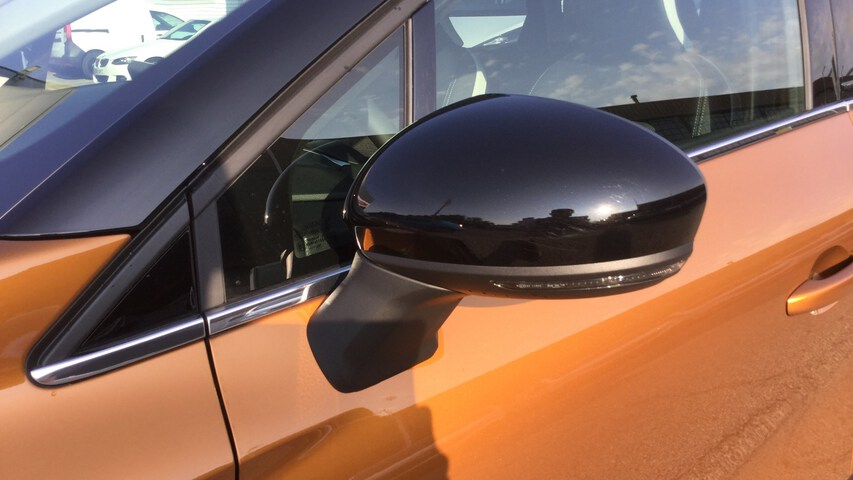 Outside  CAPTUR  Carrocería Naranja