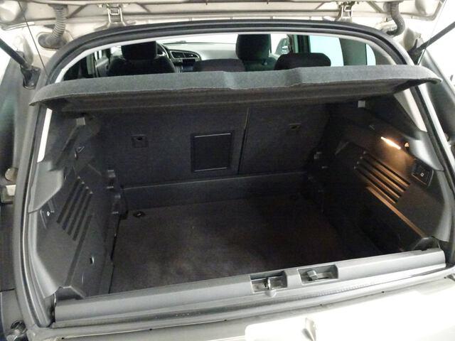 Inside 3008 Diesel  Roble Rich Oak