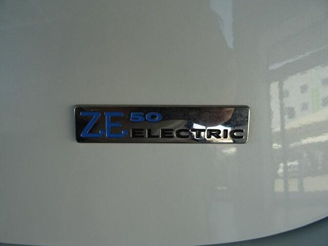 Outside Zoe E-Tech eléctrico  Blanco Quartz