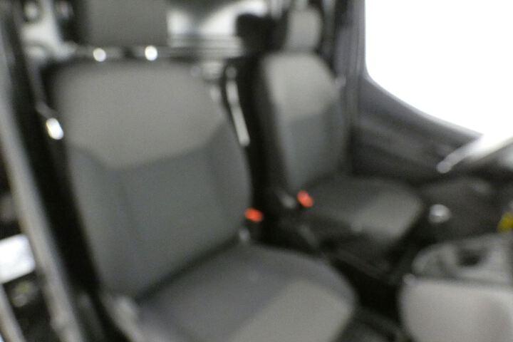 Inside NV200 Furgón Diesel  Negro