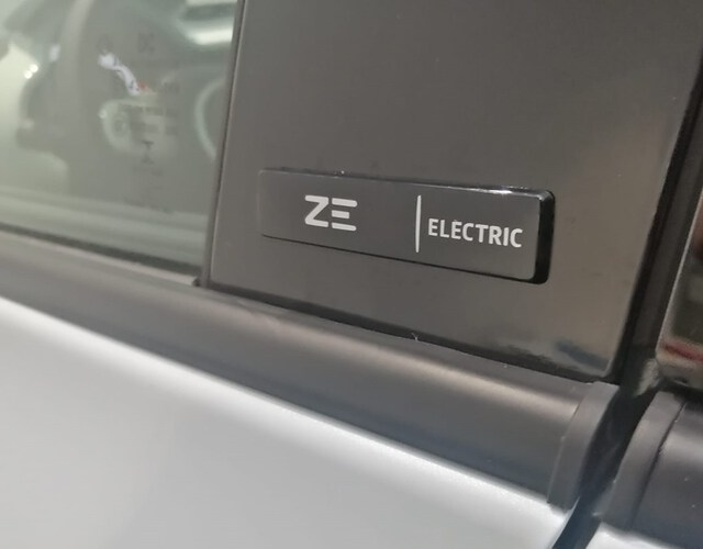 Outside  Nuevo Twingo E-Tech eléctrico  Blanco Quartz