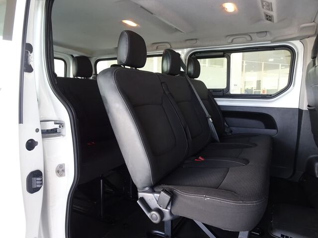 Inside Vivaro Combi Diesel  Blanco Casablanca