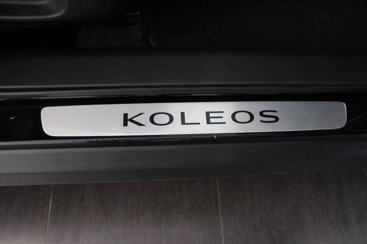 Inside  KOLEOS  Negro Sport